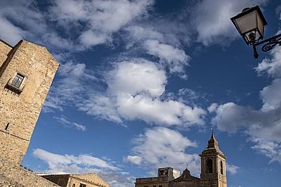 """Tema:Castelbuono oggi sez.un. 3°class. """"Il cielo sopra Piazza Castello"""" / Daniele Li Volsi"""